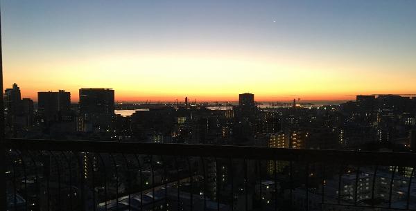 東京マリオットホテルのデラックスルームから見えた朝焼け