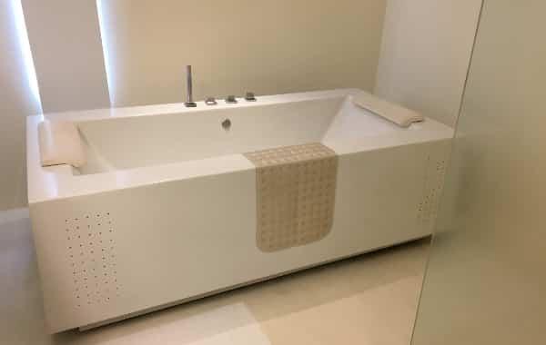 ザ・ライブラリーのスタジオツインの浴槽
