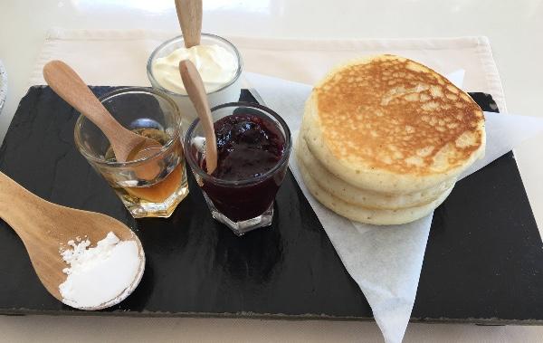 朝食のパンケーキ