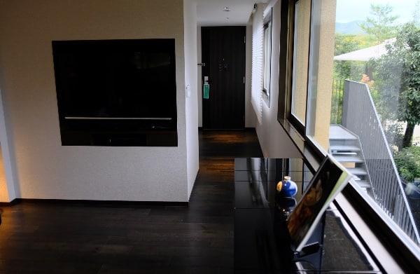 翠嵐「渡月」の入り口と液晶TV
