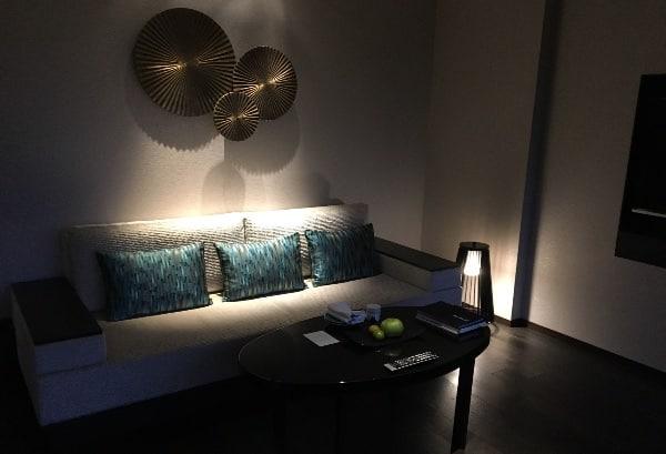 夜の翠嵐「渡月」のソファ
