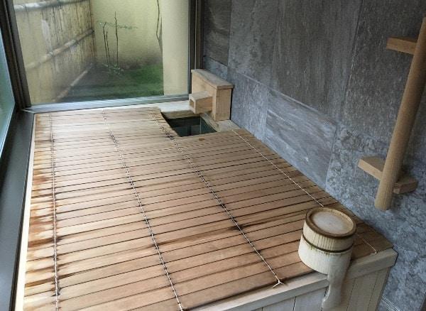 翠嵐の「京月琴」の温泉風呂