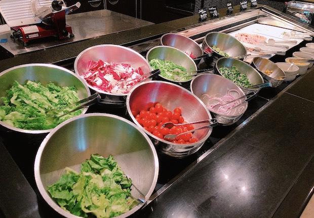 ザ・テラスの朝食ビュッフェのサラダバー