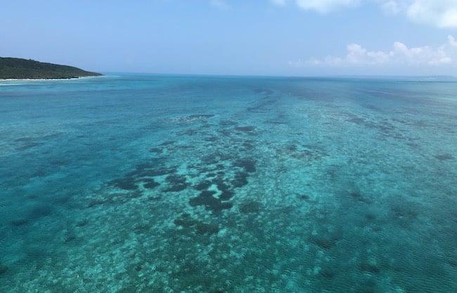 伊良部島と宮古島の中間にある海