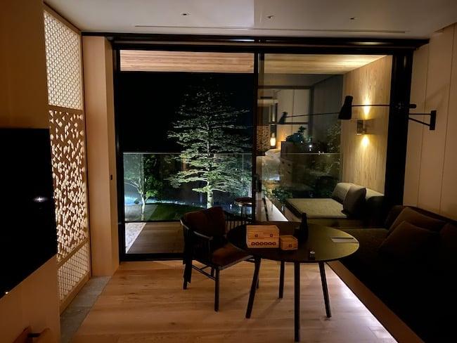 中禅寺湖ビューのお部屋からの夜景