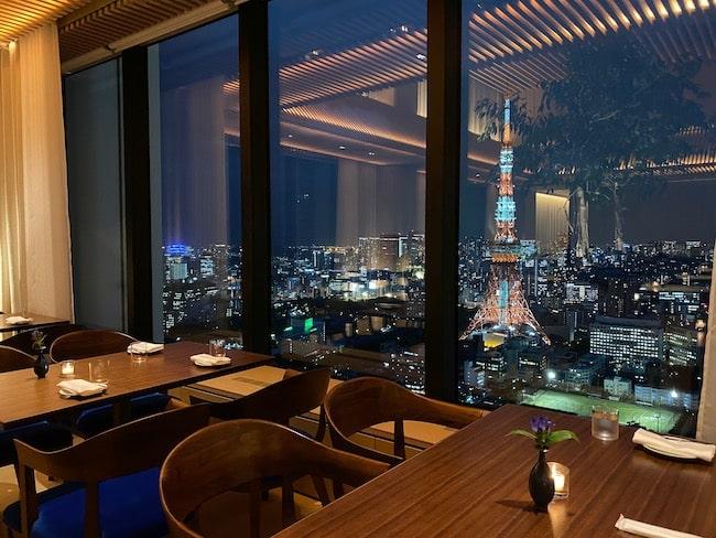 東京エディション虎ノ門のザ・ブルー ルームでディナーをいただいた席
