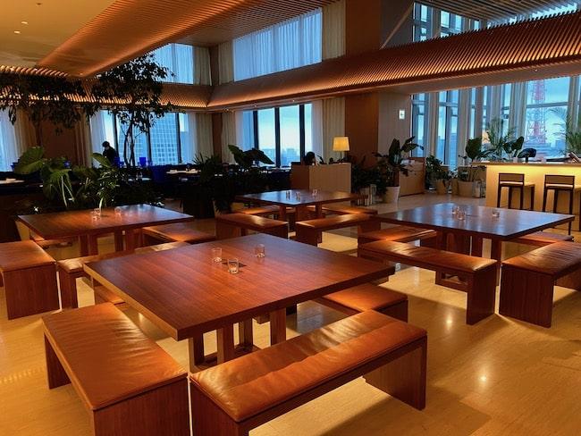 東京エディション虎ノ門のロビーラウンジ・テーブル席