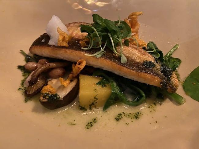THE WAREHOUSEのメイン料理・鮮魚のロースト