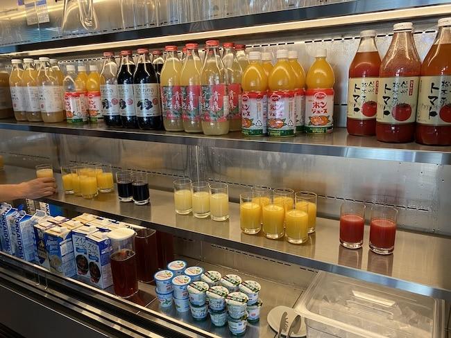 アロフト東京銀座の朝食会場のドリンク
