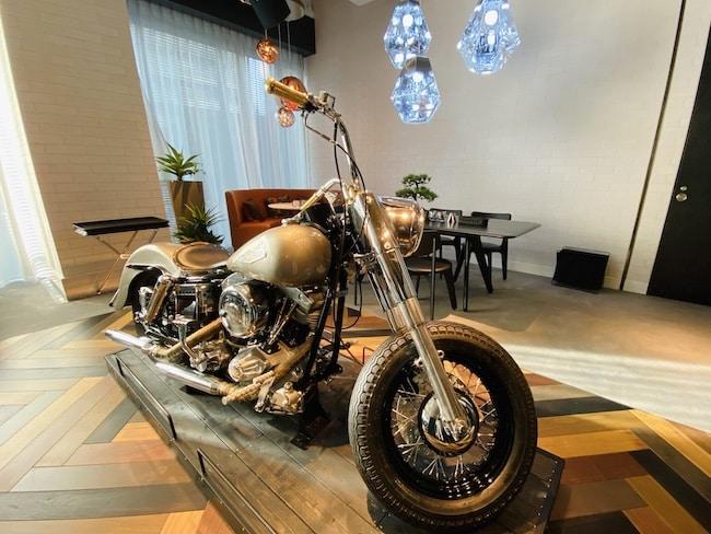 アロフト東京銀座の朝食会場「THE WAREHOUSE」にあるバイク